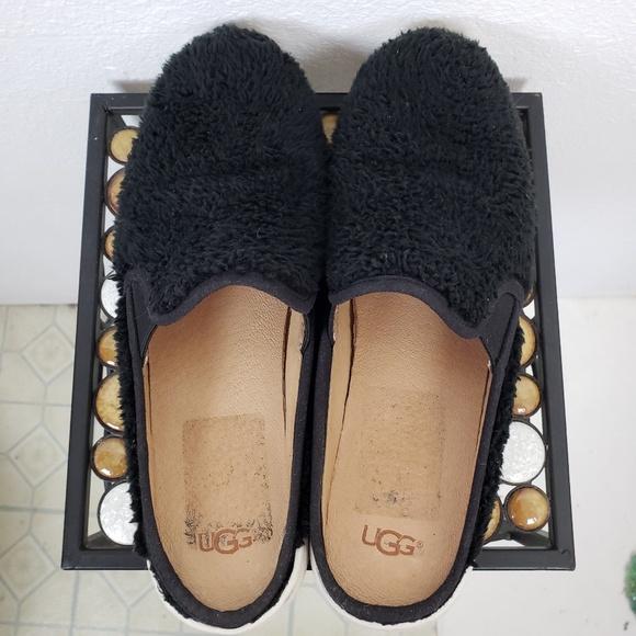 cfee8923465 UGG Shoes | S Ricci Fuzzy Slip On Size 10 | Poshmark